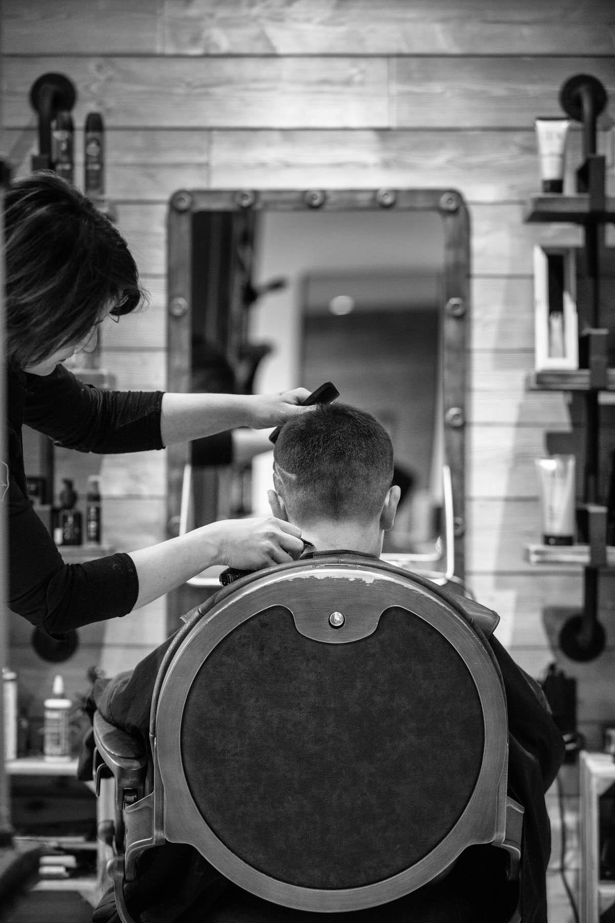 photo de dos d'une coupe enfant au salon inter coiff par Carole photographe