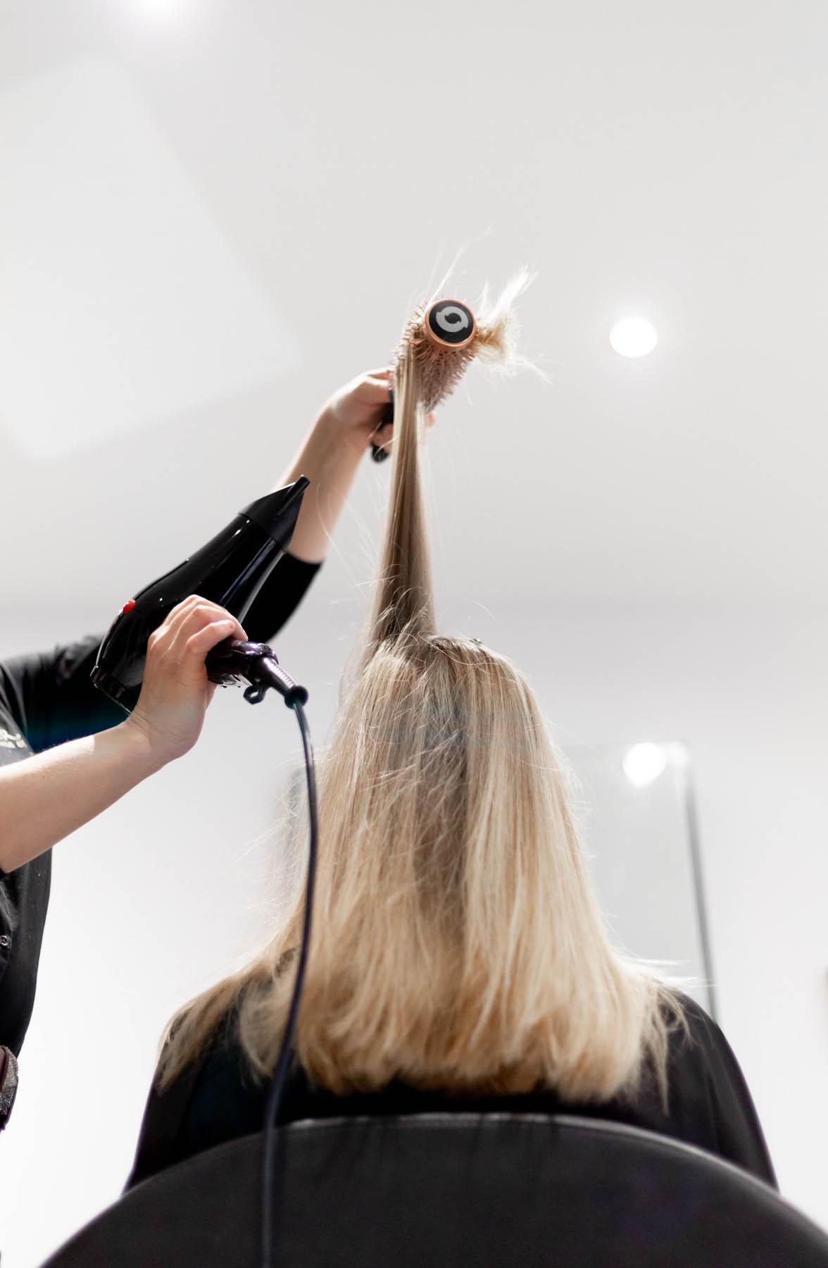 photo d'un brushing au salon inter coiff au pays basque par Carole embid
