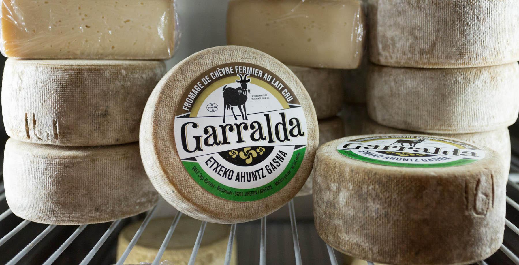 photo reportage de fromage de chèvre Garralda au pays basque par Carole photographe d'entreprise