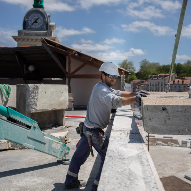 photo d'ouvrier en action sur un chantier de construction à bayonne par Carole photographe d'entreprise